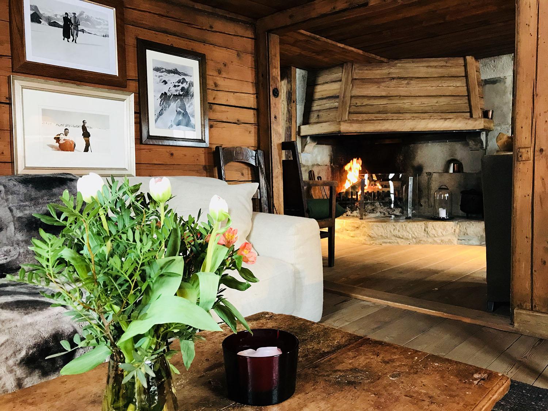 Chalet1864-salon-cheminee
